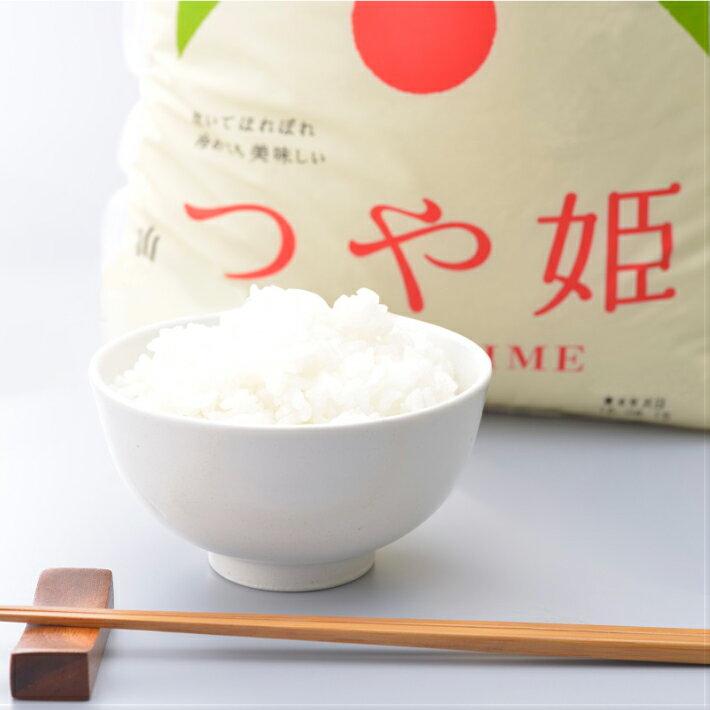 山形県酒田市の返礼品は特別栽培米、つや姫。山形県庄内産のお米、つや姫は、つやつやと美しく、甘味の強い品種です。5kgが3袋で来るので食べやすく、保管もしやすいですよね。さらに、お届け時期を選んでお願いすることができるので、お米を買ってしまったタイミングで届いてしまうということもありません。