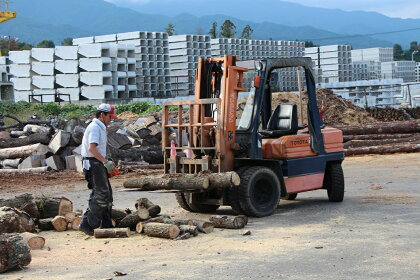 障がい者支援施設長野県西駒郷の手づくり木製プランター1個