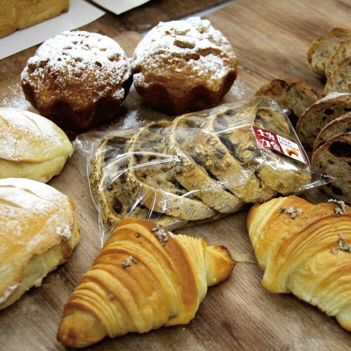 【ふるさと納税】【4枚切り】国産小麦とバターを使った パンいろいろ詰合せ(純国産食パン2斤付)【送料無料】B-211