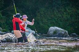 【ふるさと納税】0442402 仁淀川での鮎の友釣り体験【大人1名・子ども1名(高校生以下)】