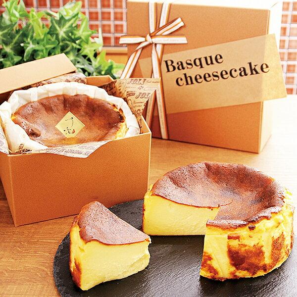 佐賀県佐賀市の返礼品、バスクチーズケーキです。  佐賀県産の小麦粉100%で作ったチーズケーキは、中央部分がほんの少し半熟気味でとても滑らか。おうちカフェのデザートメニューが充実しそう。スイーツのふるさと納税を探している方におすすめです。