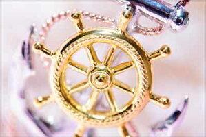 スクロール(波)彫りアンカー(船の錨)モチーフ操舵輪&縄目ライン装飾ピンクゴールド&イエローゴールド&シルバートリプルカラーメンズハワイアンジュエリーシルバー925ペンダントネックレス