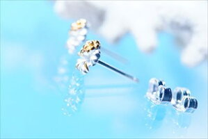 一輪ハイビスカス(花)イエローゴールドペアカラーレディースハワイアンジュエリーシルバー925スタッドピアス【花/6mm幅】