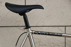 シンプルデザインおしゃれクロスバイクロードバイクスポーツバイク自転車バイクカーテルcartelbikescartelbikesカーテルバイクスアベニューロー完成車シルバーメッキ街乗りサイクリング快適速い人気パシュート前下がり初めてpistbike