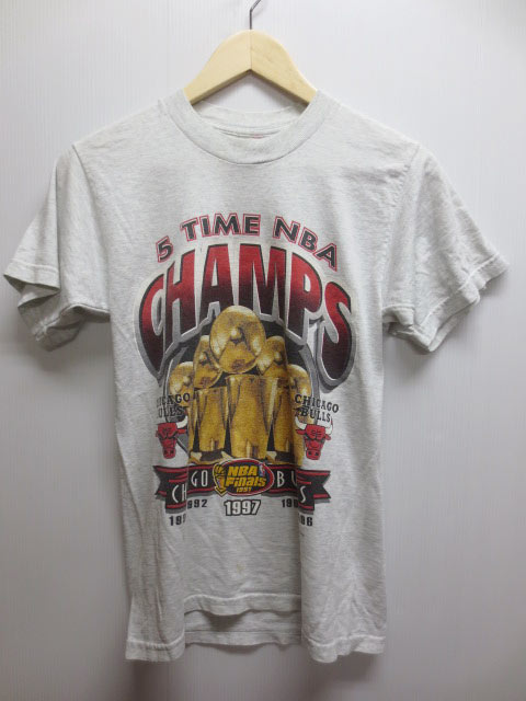 トップス, Tシャツ・カットソー FRUIT OF THE LOOM NBA Chicago Bulls 5 TIME NBA CHAMPS T Made in U.S.ABoys 14-16mellow