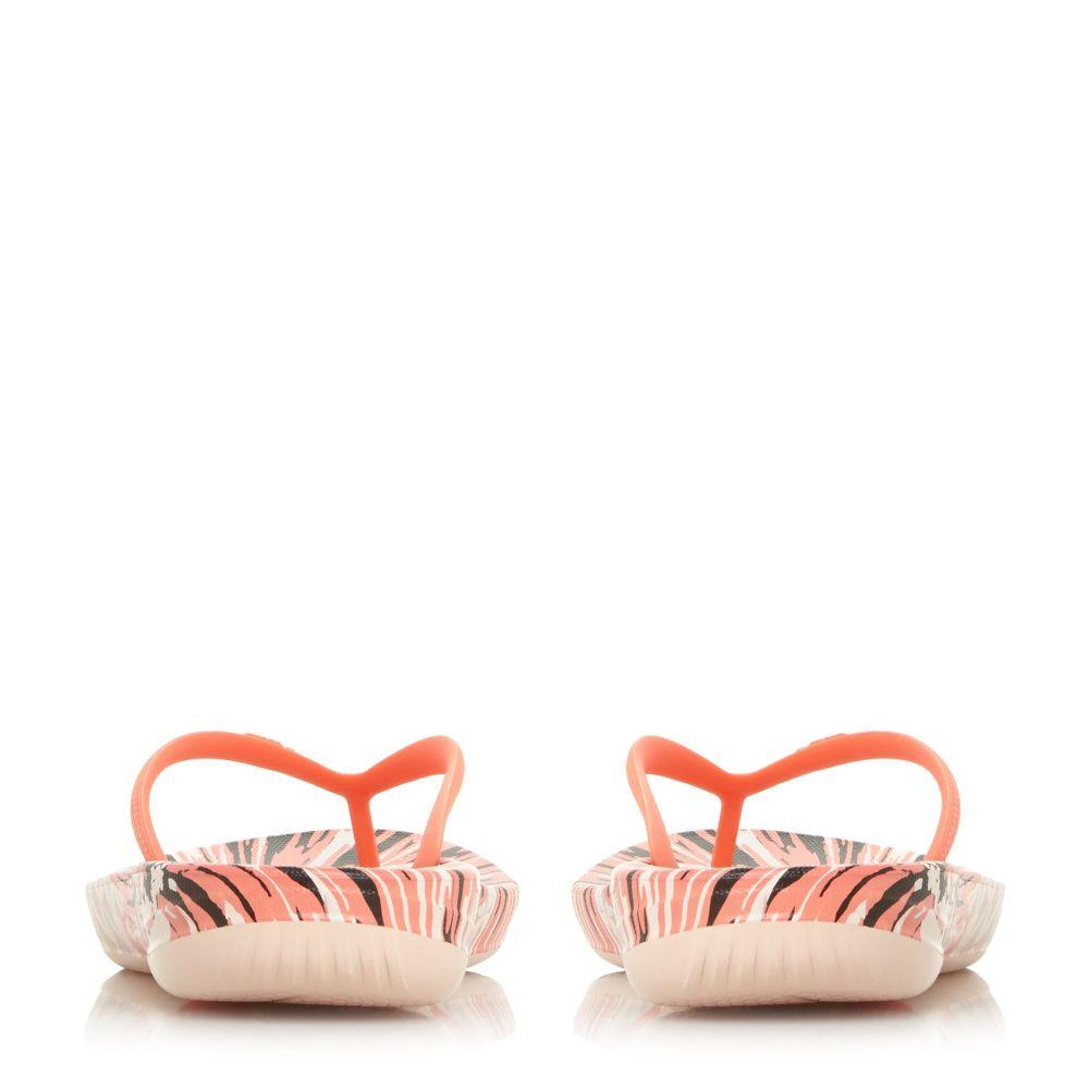 フィットフロップ レディース シューズ・靴 ビーチサンダル【Lqushion Wedge Flip Flops】coral