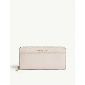 5da471468b96 [獣になれない私たち 衣装] 新垣結衣 (ピンクの財布). マイケル コース / leather continental wallet