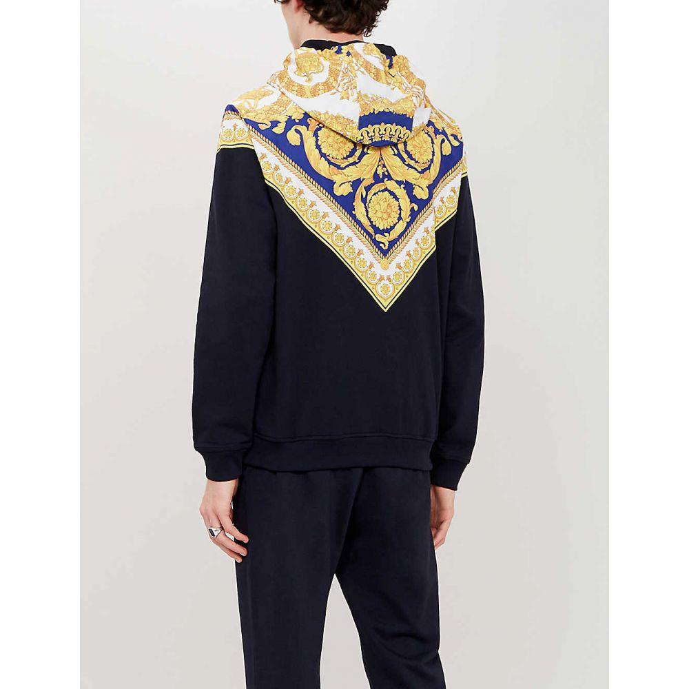 ヴェルサーチ VERSACE メンズ トップス パーカー【Baroque print-panelled cotton-jersey hoody】Blu stampa