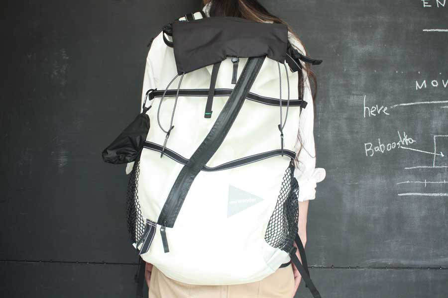 7e867eb77ed3 and wander アンドワンダー. 40L backpack バックパック. 左からcol.black(26),white(01). col. white(01)