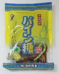 お買い得海邦商事沖縄の地釜炊き黒糖180g送料無料メール便新鮮なうちに作ったさとうきびを伝統の登り釜で炊き上げ、職人が丁寧に煮詰めて仕上げた黒糖です。さとうきび汁をたっぷりと使用した昔なつかしい風味が楽しめる贅沢な一品です。
