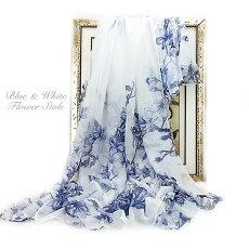 さわやかなホワイトとブルーのフラワープリント大判ストール