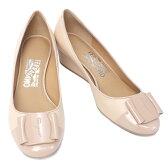 【在庫一掃セール】サルヴァトーレ フェラガモ Salvatore Ferragamo 靴 レディース ロゴプレート付き ウェッジソール パンプス ベージュ (PETRA 0573953 BE)【あす楽対応】