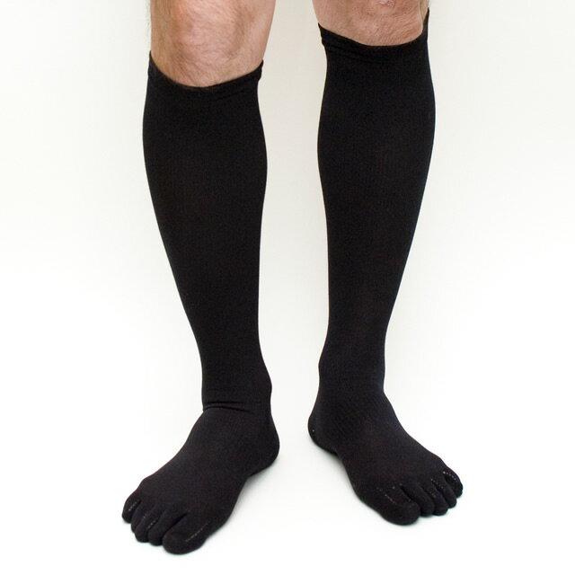 足のむくみ対策は靴下で!着圧ソックスと5本指 …