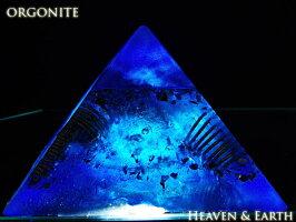 【1月末まで特別レビュー割引】一点物12cm大オルゴナイトピラミッド『海底の秘宝』(クリアアゼツライト、ひまらやゴールデンアゼツライト天然石入)【送料無料】【ヘブン&アース社】f-§