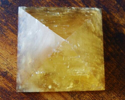 ポイント10倍ピラミッドゴールデンカルサイトハニーカルサイト天然石パワーストーン置物【送料無料】