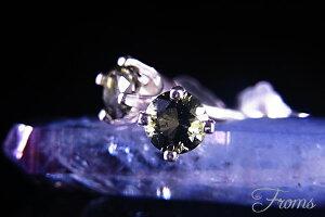 隕石の宝石モルダバイトを用いたH&Eの  宇宙からの隕石モルダバイト3mmピアス【ヘブン&アース...