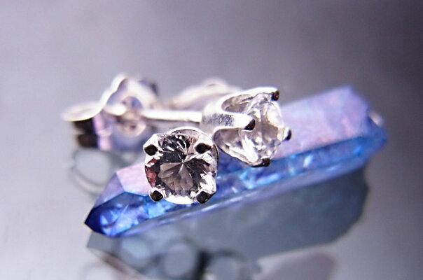 【送料無料】Silver宝飾質アゼツライトスタッドピアス3mm(ワンペア