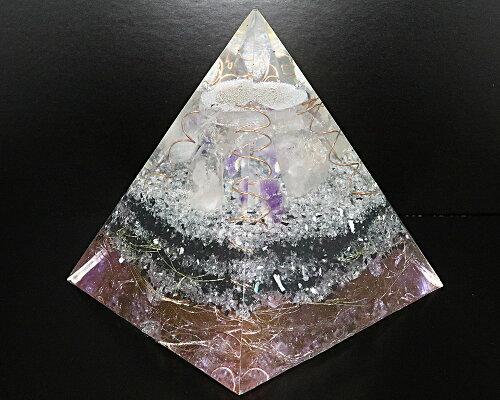 一点物高さ約15cm巨大1.9KGオルゴナイトピラミッド『レムリアの秘宝3』(ホワイトアゼツライト、クリアアゼツライト、ブラックアゼツライト他天然石入)【送料無料】【ヘブン&アース社】