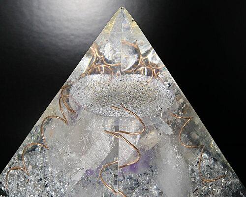 一点物高さ約16cm巨大1.75KGオルゴナイトピラミッド『レムリアの秘宝2』(ホワイトアゼツライト、クリアアゼツライト、ブラックアゼツライト他天然石入)【送料無料】【ヘブン&アース社】