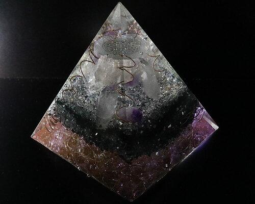 一点物高さ約15cm巨大1.7KGオルゴナイトピラミッドフラワーオブライフ『コスミックレムリアン』(ホワイトアゼツライト、クリアアゼツライト、ブラックアゼツライト他天然石入)【送料無料】ヘブン&アース社H&E社