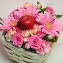 かごも可愛い赤いりんごにピンクのコンパクトなアレンジメント姫りんごのワンポイントアレンジ...