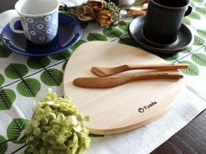 【送料無料】吉野杉のさんかくプレート お皿 奈良の職人さんとFyndaの木のうつわ 北欧 木製食器 日本製 奈良 プレゼント ギフト お祝い 新築祝い 木製プレート 朝食プレート デザートプレート|ポイント消化