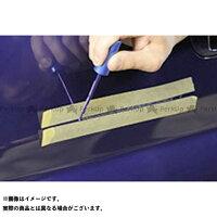 筆で点を打つようにキズの溝を塗料で埋めていきます。