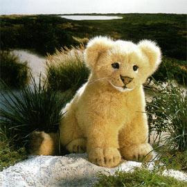 【送料無料】(一部地域を除く) ケーセン社 ぬいぐるみ ライオンの赤ちゃん 座