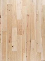 ヨーロッパ産ヒッコリー材の無垢フローリング。辺材と心材の賑やかなコントラストが楽しめます。店舗内装やリノベーションにお使いください。