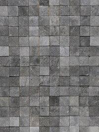 天然溶岩石を切り出した、正方形の石材タイル。内装の壁にお使いください。自然なグレーの濃淡と多孔質のザラついた質感が魅力です。