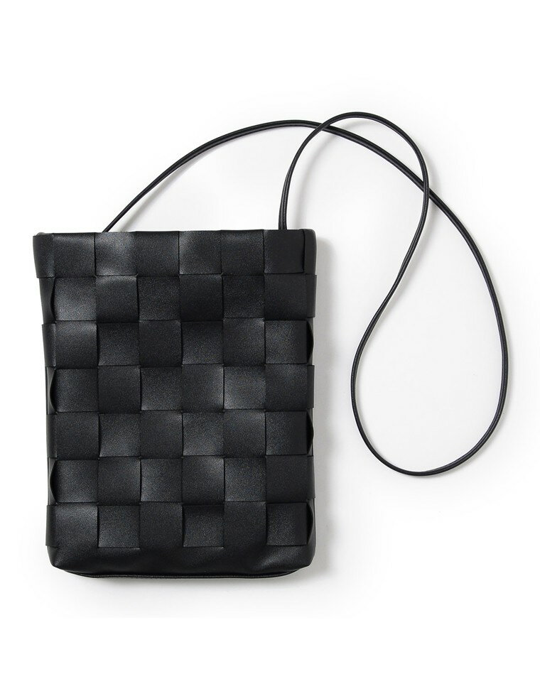 編み込みデザインショルダーバッグ