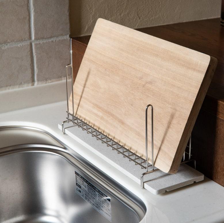 ボトルの他にも、木製品のまな板やカトラリーの乾燥にも向いています。素早く乾燥を促してくれるから、気になるカビや黒ずみもできにくくなりそうです。