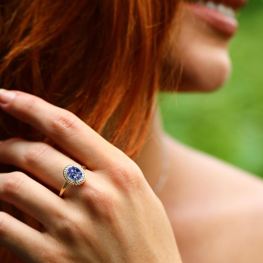 Gem Stone King 1.45カラット 天然ミスティックトパーズ(タンザナイトブルー) 10金 イエローゴールド(K10) 天然ダイヤモンド 指輪 リング レディース 大粒 ヘイロー 天然石 金属アレルギー対応 誕生日プレゼント