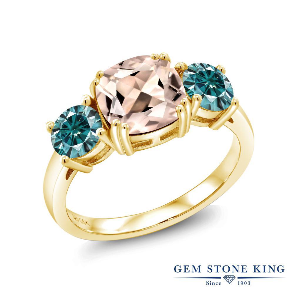 Gem Stone King 2.88カラット 天然モルガナイト(ピーチ) モアッサナイト Charles & Colvard シルバー 925 イエローゴールドコーティング 指輪 リング レディース 大粒 シンプル スリーストーン 天然石 誕生石 金属アレルギー対応 誕生日プレゼント