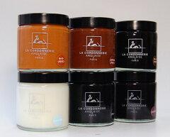 動物性油脂である蜜ロウをベースに作られているので、重厚感のある光沢を与えます。LA CORDONNE...