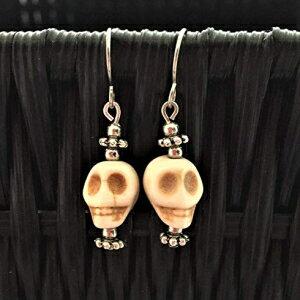 ジュエリー・アクセサリー, その他 Ivory and Silver Stone Skull Halloween Earrings