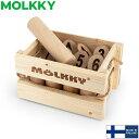 商品名モルック 【MOLKKY】アウトドアスポーツ モルック Molkky Tactic社製サイズモルック:約直径5.5×長さ22cmスキットル:約直径5.5×高さ15cm素材木製内容モルック:1本スキットル:12本商品について【MOLKKY(モルック)】Tactic社より製造されている、フィンランドで人気のアウトドアスポーツ、MOLKKYです。MOLKKYは点数の書いてあるスキットルを並べ、スキットルから4m離れたところからモルックを投げて勝ち負けを競います。複数のスキットルが倒れた場合は倒れた本数がポイントに、1本しか倒れなかった場合はスキットルに書かれた数字がポイントになり、ちょうど50ポイントを先取したチームの勝ちです。世界大会が行われているほど人気があり、お子様からお年寄りまで年齢、性別関係なく一緒に楽しむことができる魅力的なスポーツです。※こちらの商品は天然の木材を使用しているため、木の節や割れ、ささくれが見られる場合がございます。天然素材ならではの特徴で、不良ではございませんのであらかじめご了承くださいませ。※日本語取扱説明書付き※海外正規品を直輸入している並行輸入品です。