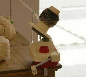 編み物・手芸ハンドルをくるくる回すだけ★簡単にキレイな玉巻きになっちゃいます♪編み物をさ...