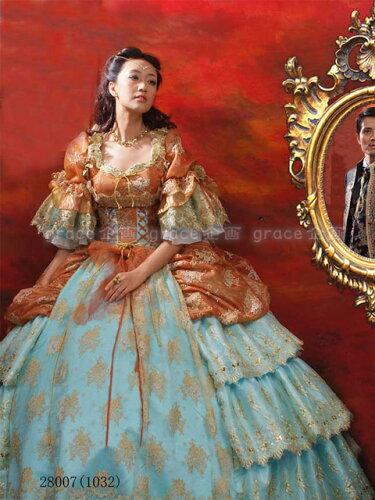 ゴールドの刺繍が映える落ち着いた感じの豪華お姫様ドレス 5...