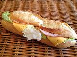 【カスクート】ロースハムとチェダーチーズのフランス系サンドイッチ