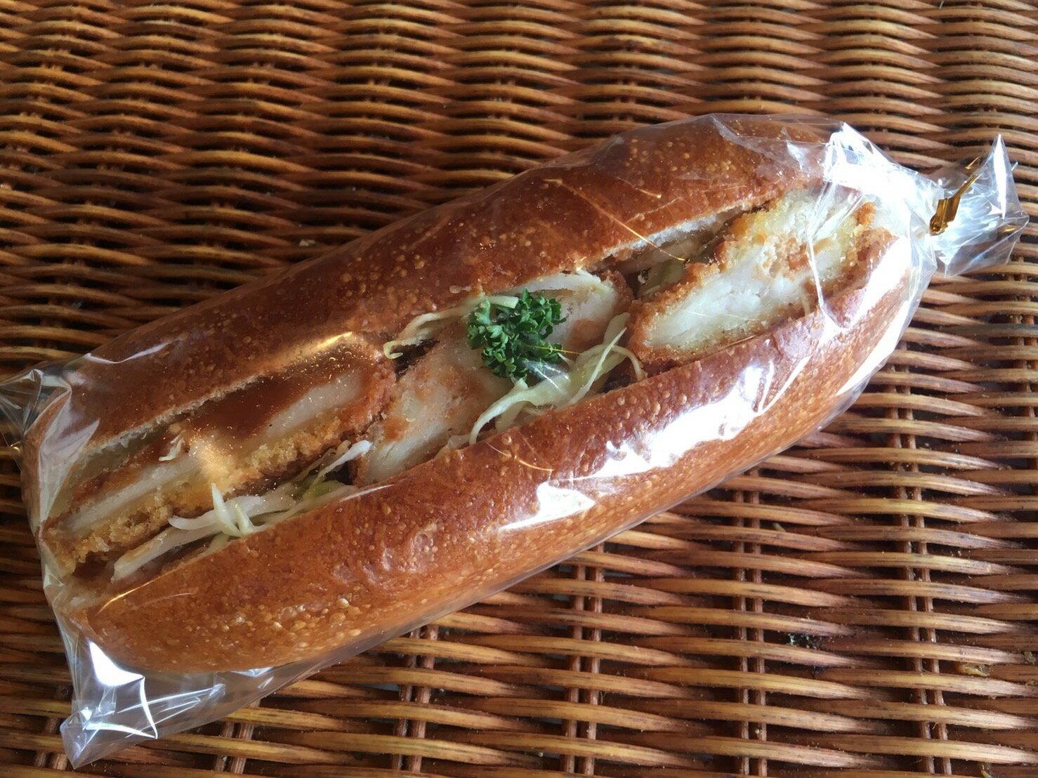 【チキンカツドック】チキンカツをがっつり挟んだ惣菜パン