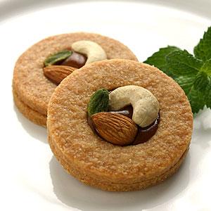 ココナッツ生地のサブレにキャラメルとナッツをあしらったサブレココキャラメル12個入り