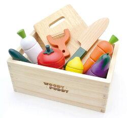 【送料無料】木のおもちゃ木箱入りおままごとセットマグネット式おままごとまな板包丁野菜など木製玩具