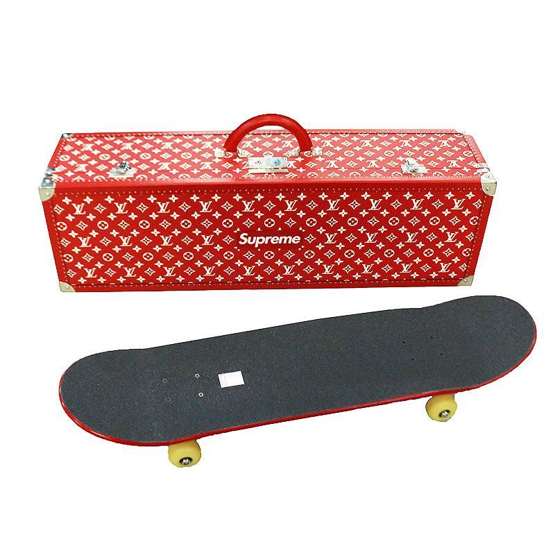 シュプリーム ルイヴィトン/SUPREME LOUISVUITTON 【Boite Monogram Skateboard Deck Trunk】モノグラムスケートボードデッキ(レッド)【SB01】【小物】【421191】【中古】bb99#rinkan*S