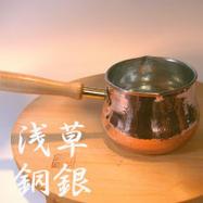 它是銅牛奶鍋製造商看起來可愛的鍋。
