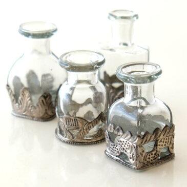 ガラス瓶 おしゃれ アンティーク レトロ 小瓶 一輪挿し 花瓶 小さい かわいい インテリア (アウトレット)ガラスとメタルのミニボトル4個セット