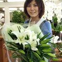 オリエンタル系の花白いゆりを豪華に花束にしました。誕生日お花は最低で15輪以上です。お供え...