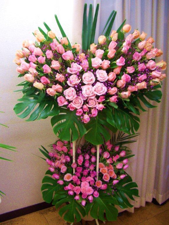 お祝いWハートローズスタンド花:フローリストSAKURA
