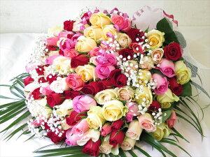 100本バラを女性に誕生日プレゼント贈る