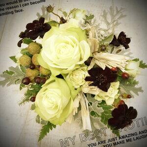 花童 季節の花を使ったお任せアレンジメントの写真